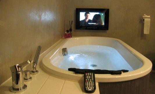 Badkamer tvs van splashvision bigsplash. waterdichte badkamer tvs